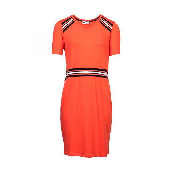 Oranje jurk met accenten